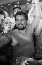 Old Boxing Photo Roberto Duran Celebrates Winning The Fight Over Iran Barkley