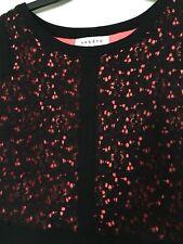 Robe SANDRO dentelle noire et doublure rose fluo -  T. 1 (34-36)