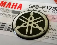 Yamaha 100% Genuino 25 mm diapasón calcomanía emblema Negro/Plata insignia de la etiqueta engomada