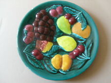 ANCIEN GRAND PLAT VALLAURIS FRANCE FRUITS EN RELIEF D 34,5 CM ASSIETTE/COUPE