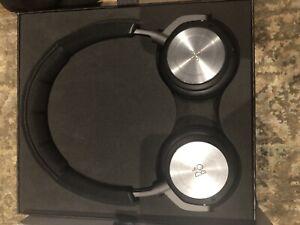 Bang & Olufsen BeoPlay H8 Black Headphones