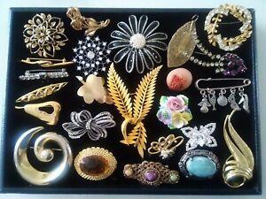 24 Vintage Brooches: some signed, inc. Celtic, Paste, Ceramic, Silvertone & Gilt