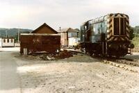 PHOTO  CLASS 08 SHUNTER NO 08955 AT ST. BLAZEY DEPOT 1988