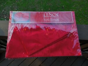 LENOX 8 Piece Table Dining Holly Red Damask Placemats and Napkins Set for 4