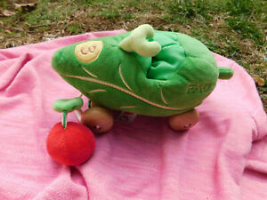 2011 F.A.O SCHWARZ Plush Leaf Car Apple Squeaker Pull Toys R Us Wooden Wheels