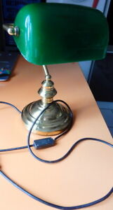 LAMPE DE NOTAIRE OU BANQUIER EN OPALINE VERTE