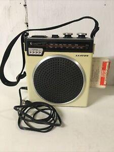 Vintage Lloyds Portable AM/FM Radio & 8-track Player V150 Tested + Tape