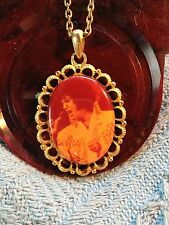 """NOS VINTAGE ELVIS PRESLEY BOXCAR LARGE OVAL """"ALOHA FROM HAWAII""""  NECKLACE"""
