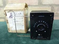 Un joli vintage Kodak Baby Hawkeye Box Camera 127 roll film