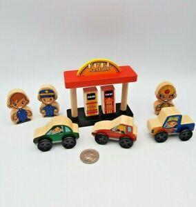 Kidkraft Wooden Railway Fuel Station Car Truck Lot works w/ Thomas Train BRIO