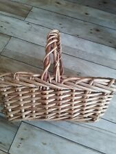VINTAGE/RETRO WICKER SMALL PRETTY SHOPPING BASKET WITH HANDLE