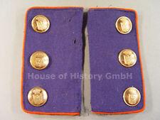 Paar Ärmelpatten eines Beamten, blau, rote Paspelierung, 6 Wappen-Knöpfe, 103426