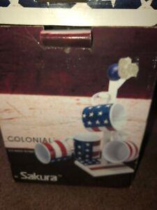 1997 Sakura Warren Kimble COLONIAL American Flag Stoneware 4 Mugs & Stand