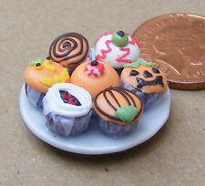 1:12 scala 7 assortiti Cup Cakes su una piastra DOLLS HOUSE miniatura Accessorio CC5