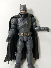 DC Multi-Univers Batman qui rit Figure construire une renaissance Batmobile McFarlane