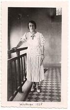 Femme robe rayures  - photo ancienne amateur an. 1936