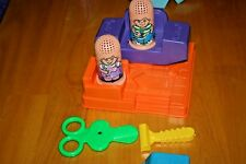 Vintage 1996 PLAYDOH FUZZY PUMPER BARBER & BEAUTY SHOP/Used-Sold as is