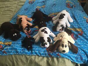 Lot Of 7 Vintage Pound Puppies 4 Large 2 Medium 1 Small