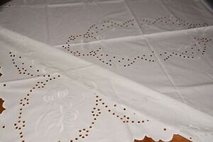 Alte Tischdecke Tischwäsche mit Lochstickerei Stickerei 144 x 120 cm (6662)