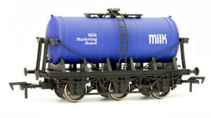Dapol 4F-031-005. OO Gauge, 6 Wheel Milk Tanker Wagon, Milk Marketing Board