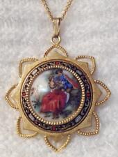 collier pendentif vintage couleur or gravé camée porcelaine scène galante 670