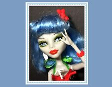 Monster High Doll GHOULIA YELPS SKULL SHORES BEACH SWIMSUIT Outfit, Shoes, etc.