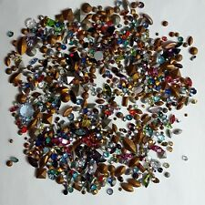 ST7 -TRÈS GROS LOT MIX STRASS  (11 grammes= environ 800 pièces)