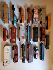 18 Ho Train Box Cars 2 engines various brands