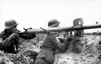 WWII Photo German Panzerschreck Loading  Wehrmacht  WW2 B&W World War Two / 2364