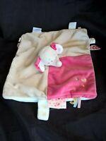 Doudou Anna et pili Noukie's éléphant plat gris rose cœur attache tétine blanc
