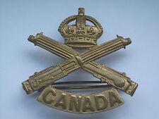 original vintage canada  machine gun corps cap badge     jr gaunt makers tab