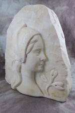 Jugendstil Alabaster Relief / Kopf Mädchen mit Haube & Gingkoblatt Belgien ~1900