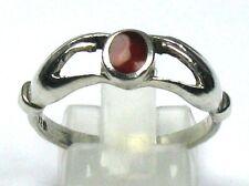 """Ring """"Zwei Hände die einen Karneol halten"""" 925er Silber Gr. 59/18,8 mm"""