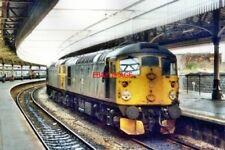 PHOTO  1984 ABERDEEN RAILWAY STATION TWO BRCW CLASS 26 DIESEL ELECTRIC LOCOS NOS