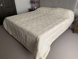 Harelquinn Bedspread - 220x260