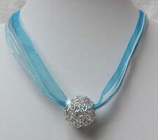 Versilberte Modeschmuck-Halsketten für besondere Anlässe