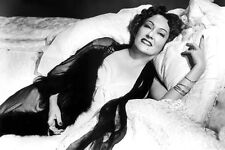 Gloria Swanson As Norma Desmond Lying On Pillows Sunset Boulevard 11x17 Poster