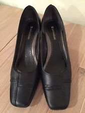 Naturalizer Brand Genuine Leather Black Colour  Women's Heels/Shoes. Sz - 8.5 W