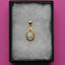 BEAUTIFUL 9KT YELLOW GOLD PENDANT WITH OPAL & DIAMOND 2 x 1 CM WIDE IN BOX
