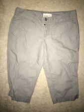 Women's OLD NAVY Light Gray Khaki Low Rise Capri Pants Size 6 Bermuda Shorts EUC