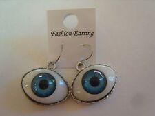 Ohrring mit blauer Kunststoff Pupille auf weißem Augen Edelstahlfassung 3444