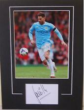 Manchester City firmada a mano Javi Garcia 16x12 montado Foto 1.