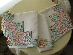 Lovely Vintage Linen Tablecloth - Embroidery and Cutwork