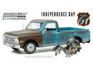 CHEVROLET C10 with Alien figure from Independence Day 1:18 GREENLIGHT 18021