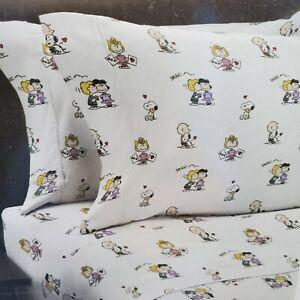 Berkshire Peanuts 4PC Charlie Brown & Gang Valentine Hearts Queen Sheet Set A1