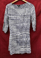 H&M size 8 gray and white PATTERNED 3/4 sleeve dress, VISCOSE dropped waist