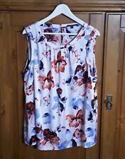 Zauberhafte florale Bluse / Top von *Comma* in Größe 46