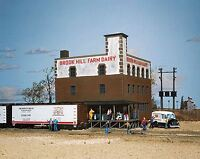 WALTHERS CORNERSTONE HO SCALE 1/87 BROOK HILL FARM DAIRY | BN | 933-3010