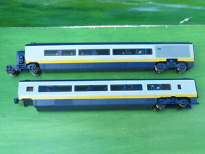 2 x Hornby Eurostar coaches with articulated coupling 3220 / 3106 - oo gauge