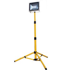 LED Fluter f. Baustellen 50 W mit Stativ
